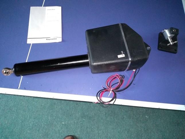 Raymarine Type 1 Autopilot Ram.  £1200